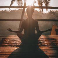 doktor nauk ekonomicznych, adiunkt na Politechnice Świętokrzyskiej, instruktorka jogi, trenerka technik relaksacyjnych, dźwiękoterapeutka GRAM NA KAMERTONACH, MISACH, GONGACH I INSTRUMENTACH ARCHAICZNYCH Od ponad 30 lat zgłębiam tajniki zdrowego odżywiania oraz harmonii pomiędzy sferami ciała, ducha i umysłu. Od 2010 roku prowadzę zajęcia oraz warsztaty z jogi, relaksacji i dźwiękoterapii.Ukończone kursy: Muzykoterapia organiczna stopień I - gongi i instrumenty archaiczne w terapii i profilaktyce, Muzykoterapia organiczna stopień II - nauka improwizacji muzycznej i akompaniamentu, Praktyka i metoda technik relaksacyjnych, Joga hormonalna, Hatha Joga, Joga akademicka, Anatomia i fizjologia ćwiczeń jogi, Muzykoterapia dogłębna komórkowa.